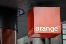 <p>Orange a conclu un accord avec BT en Grande-Bretagne au sujet de l'externalisation de son réseau haut débit, une décision qui vise à améliorer son offre internet, rapporte vendredi The Times. /Photo d'archives/REUTERS/Denis Balibouse</p>