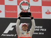 <p>O campeão mundial Jenson Button pilotou tranquilamente em meio ao caos do chuvoso Grande Prêmio da China e obteve sua segunda vitória da temporada neste domingo, abrindo caminho para uma dobradinha da McLaren com Lewis Hamilton. REUTERS/Jason Lee</p>