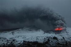 <p>La cenere eruttata dal vulcano vicino all'Eyjafjallajokull. REUTERS/Lucas Jackson</p>