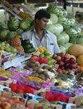 <p>A shop vendor stacks fruits in a Dubai vegetable market in preparation for the fasting month of Ramadan October 14, 2004. REUTERS/Anwar Mirza</p>