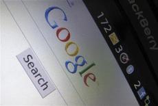 <p>Il logo di Google su una pagina web. EUTERS/Mike Blake</p>