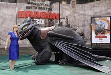 """<p>Писательница Крессида Кауэлл на премьере фильма """"Как приручить дракона"""" в Лос-Анджелесе 21 марта 2010 года. Фильм """"Как приручить дракона"""" вновь поднялся на первую строчку по кассовым сборам в Северной Америке, заработав за прошедшие выходные $15 миллионов. REUTERS/Phil McCarten</p>"""