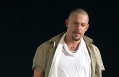 <p>Lo stilista britannico Alexander McQueen. REUTERS/Daniele La Monaca</p>