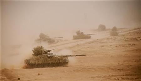 Pakistani army tanks take part in a military exercise in Bahawalpur, in Pakistan's Punjab province, April 18, 2010. REUTERS/ Christopher Allbritton
