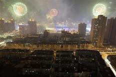 <p>Fuochi d'artificio pe rla cerimonia di apertura dell'Expo di Shanghai REUTERS/Aly Song</p>