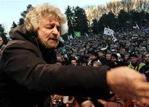 <p>Beppe Grillo durante un comizio (foto d'archivio) REUTERS/Loris Savino</p>