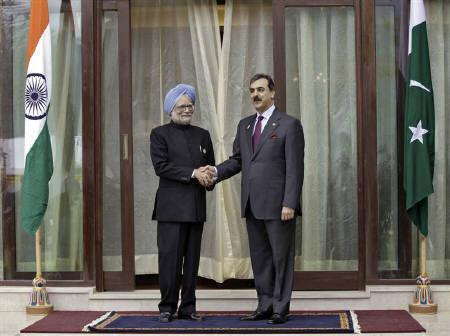 India's Prime Minister Manmohan Singh (L) shakes hands with his Pakistani counterpart Yusuf Raza Gilani before their meeting at the 16th summit of the South Asian Association for Regional Cooperation (SAARC) in Thimphu April 29, 2010. REUTERS/Rupak De Chowdhuri