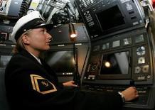 <p>Immagine d'archivio di una ufficiale tedesca all'interno di un sottomarino.</p>