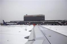 """<p>Общий вид аэропорта Шереметьево в Москве 11 февраля 2010 года. Московский аэропорт Шереметьево запустил в пятницу в тестовом режиме свой новый терминал """"Е"""", из которого вылетел первый рейс в Казахстан. REUTERS/Denis Sinyakov</p>"""