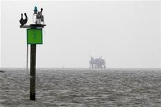 """<p>Imagen de las aguas contaminadas del Golfo de México, causadas por un derrame de petróleo. Abr 30 2010. El presidente ejecutivo de BP Plc dijo el lunes que la compañía era """"absolutamente responsable"""" por la limpieza del derrame de crudo causado por la ruptura de un pozo costas afuera en el Golfo de México. REUTERS/Carlos Barria</p>"""