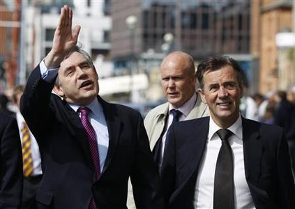 Prime Minister Gordon Brown (L) and entrepreneur Duncan Bannatyne walk near the marina during a campaign stop in Ipswich, eastern England May 3, 2010. REUTERS/Andrew Winning