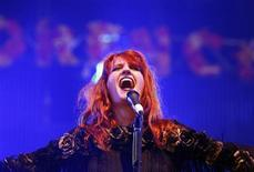 <p>Florence Welch of Florence and the Machine performs at the Glastonbury Festival 2009 in south west England June 27, 2009. REUTERS/Luke MacGregor</p>