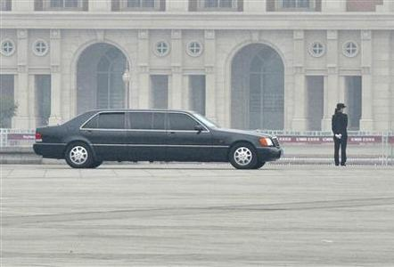 A vehicle, which is part of a convoy carrying North Korean leader Kim Jong-il, leaves Tianjin railway station at Tianjin municipality May 5, 2010. REUTERS/Vincent Du