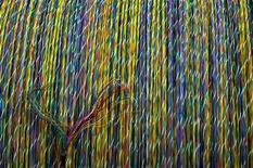 <p>Cavi in fibra ottica nel magazzino di una fabbrica in Spagna</p>