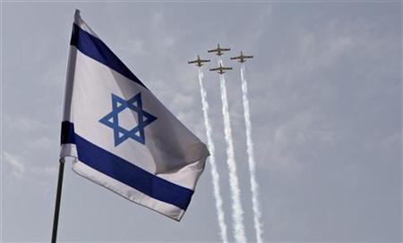 Israeli air force jets fly in formation during a rehearsal for Israel's Independence Day over the president's residence in Jerusalem, April 16, 2010. REUTERS/Baz Ratner