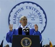 <p>Obama discursa na Hampton University. O presidente norte-americano, Barack Obama, declarou que a era do iPod e Xbox nem sempre foi boa para a causa de uma educação forte.09/05/2010.REUTERS/Jason Reed</p>