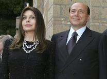 <p>Veronica Lario e Silvio Berlusconi in foto d'archivio. REUTERS/Alessandro Bianchi</p>