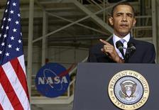 <p>Imagen de archivo del presidente estadounidense, Barack Obama, durante un discurso en las instalaciones de la NASA en Florida. Abr 15 2010. Muchos de los laboratorios de investigación de la NASA son viejos y la reducción de presupuesto ha puesto seriamente en peligro la investigación científica en la agencia espacial, según un reporte del Consejo Nacional de Investigación publicado el martes. REUTERS/Jim Young/Archivo</p>