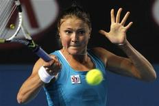 <p>Russia's Dinara Safina returns a shot against compatriot Maria Kirilenko during the Australian Open tennis tournament in Melbourne January 24, 2010. REUTERS/Mick Tsikas</p>