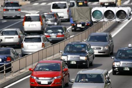 Vehicles are driven on a road in Tokyo August 3, 2009. REUTERS/Stringer