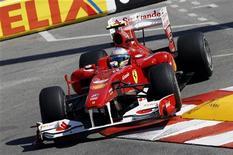 <p>Piloto Fernando Alonso da Ferrari realiza primeira sessão de treino livre no Grande Prêmio de Mônaco. Alonso fez o melhor tempo no primeiro treino livre para o GP de Mônaco. 13/05/2010 REUTERS/Giampiero Sposito</p>