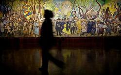 <p>Un mural del artista Diego Rivera en un museo de México. Mayo 13 2010. Una pintura del artista mexicano Diego Rivera, que no ha sido vista en público por más de 50 años, y obras de los artistas más importantes de Latinoamérica serán ofrecidas en una subasta a fines de mes. REUTERS/Eliana Aponte</p>