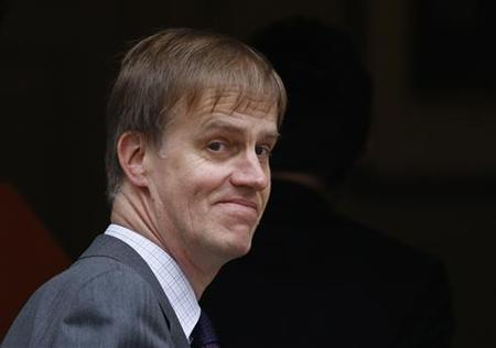 Britain's Financial Secretary to the Treasury Stephen Timms arrives at 11 Downing Street in London June 8, 2009. REUTERS/Stephen Hird