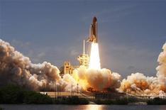 <p>Ônibus espacial Atlantis foi lançado na Flórida para sua última missão. REUTERS/Scott Audette</p>