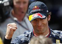 <p>O australiano Mark Webber, da Red Bull, comemora a conquista da pole position na corrida deste domingo. 15/05/2010 REUTERS/Max Rossi</p>