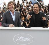 "<p>Diretor Alejandro Gonzalez Inarritu (dir) e o ator Javier Bardem promovem o filme ""Biutiful"" no Festival de Cannes. 17/05/2010 REUTERS/Eric Gaillard</p>"