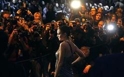 <p>Lindsay Lohan poses for photographers before attending the Roberto Cavalli Fall/Winter 2010/11 Women's collection show during Milan Fashion Week, February 28, 2010. REUTERS/Max Rossi</p>