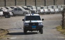 <p>A United Nations vehicle at the United Nations multi-agency compound near Herat, Afghanistan, November 5, 2009. REUTERS/Morteza Nikoubazl</p>