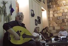 <p>Palestinian composer and singer Marwan Abado performs in front of members of the Nahda, a Syrian society for music connoissuers, at Sham Mahal cafe in Old Damascus May 13, 2010. REUTERS/Khaled al-Hariri</p>