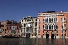 <p>Дворец Пизани Моретта в Венеции 16 января 2010 года. Венеция выставила на продажу несколько дворцов, чтобы поправить финансовое положение города, пошатнувшееся из-за мировго финансового кризиса, сообщает сайт газеты Guardian (http://www.guardian.co.uk). REUTERS/Manuel Silvestri</p>