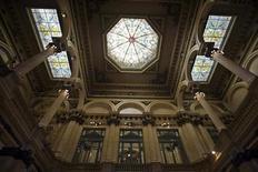 <p>Salão do Teatro Colón, em Buenos Aires, será reaberto após três anos de reforma. REUTERS/Enrique Marcarian</p>