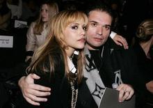 <p>Atriz Brittany Murphy e seu marido Simon Monjack durante a semana da moda de Nova York em 2008. O roteirista britânico e marido de Brittany Murphy foi encontrado morto em sua casa em Los Angeles, apenas cinco meses após a morte da atriz. 04/02/2010 REUTERS/Carlo Allegri</p>