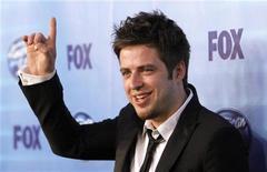 """<p>Lee DeWyze, ganador de la novena temporada de 'American Idol', posa en Los Angeles. Mayo 26 2010. El episodio final del programa de televisión """"American Idol"""" registró su menor audiencia desde el 2002, con unos 24,2 millones de espectadores, según cifras preliminares divulgadas el jueves. REUTERS/Mario Anzuoni</p>"""