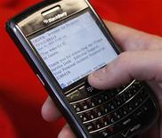 <p>A BlackBerry smartphone user is pictured checking email in Washington, March 30, 2010. REUTERS/Stelios Varias</p>