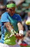 <p>O espanhol Rafael Nadal durante jogo contra o argentino Horacio Zeballos no Aberto da França em Roland Garros, Paris. Nadal fez a sintonia fina de seu jogo nesta sexta-feira e se classificou para a terceira rodada do Aberto da França com uma vitória por 6-2, 6-2 e 6-3. 28/05/2010 REUTERS/Bogdan Cristel</p>