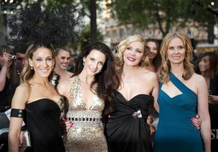 (From L-R) Actresses Sarah Jessica Parker, Kristin Davis, Kim Catrall and Cynthia Nixon pose for photographers at the premiere of their new film ''Sex and the City 2'' in Leicester Square, London May 27, 2010. REUTERS/Kieran Doherty