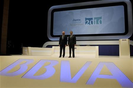 Francisco Gonzalez (L), chairman of Spain's second-largest bank BBVA, and Chief Executive Angel Cano pose before a general shareholders meeting at the Palacio Euskaldun in Bilbao March 12, 2010. REUTERS/Vincent West