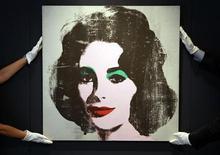 """<p>Retrato de 1963 """"Silver Liz"""" da atriz Elizabeth Taylor pelo falecido artista Andy Warhol. A obra é o principal item de um leilão de arte contemporânea que a casa Christie's fará no próximo dia 30 em Londres. 08/06/2010 REUTERS/Stefan Wermuth</p>"""