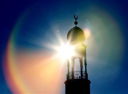 The central Mosque is seen during Friday prayers in Birmingham, central England February 2, 2007. REUTERS/Darren Staples
