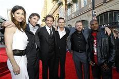 """<p>El director Joe Carnahan (segundo de derecha a izquierda) posa con los actores (de izquierda a derecha) Jessica Biel, Sharlto Copley, Bradley Cooper, Liam Neeson y Quinton """"Rampage"""" Jackson en la premiere de """"The A-Team"""" en Hollywood, California jun 3 2010. REUTERS/Mario Anzuoni (UNITED STATES)</p>"""