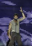 """<p>Певец Рики Мартин во время выступления в рамках турне 'Blanco y Negro' (""""Белый и черный"""") в Сан-Хосе, Коста-Рика 19 февраля 2007 года. Латиноамериканский поп-певец Рики Мартин вернется на Бродвей в 2012 году, исполнив роль команданте Кубинской революции Эрнесто Че Гевары в мюзикле """"Эвита"""", объявили в среду продюсеры. REUTERS/Monica Quesada</p>"""