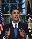 <p>Президент США Барак Обама после обращения к нации, в котором затронул проблему разлива нефти в Мексиканском заливе, Вашингтон 15 июня 2010 года. Президент США Барак Обама требует, чтобы нефтяная компания ВР учредила фонд для покрытия ущерба от разлива нефти в Мексиканском заливе. REUTERS/Kevin Lamarque</p>