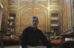 <p>Французский инженер Жак Монлюсон показывает свой дом в Дамаске 10 июня 2010 года. Когда шесть лет назад французский инженер Жак Монлюсон купил один из домов в старой части Дамаска, он не знал, что здание таит в себе произведения искусства. REUTERS/Khaled al-Hariri</p>