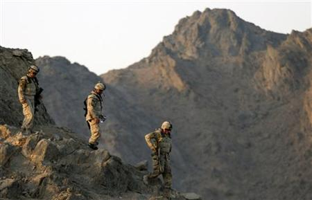Soldiers from Charles Company of the 1st Royal Canadian Regiment climb down from an observing post in Camp Masoom Ghar in Panjwa'i district, southwest of Kandahar City, May 19, 2010. REUTERS/Nikola Solic