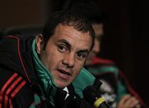 <p>Atacante Cuauhtemoc Blanco, da seleção mexicana, fala durante entrevista coletiva no hotel em que a equipe está concentrada para a Copa do Mundo neste sábado. REUTERS/Henry Romero</p>