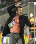 <p>O técnico da seleção brasileira, Dunga, reage durante jogo contra Costa do Marfim. REUTERS/Paulo Whitaker</p>